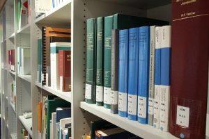 Tiskanje diplomskih nalog poskrbi za lep izgled končnega dela na knjižni polici