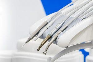 Nevidni zobni aparat ne zahteva kakšnih bolečih posegov ali vrtanja