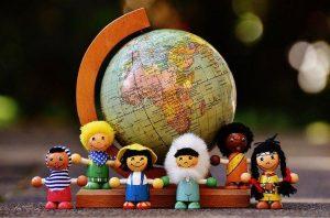 Lesene igrače odpirajo cel svet novih možnosti pri domišljijski igri