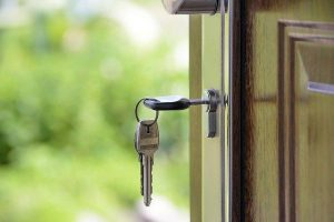 S pomočjo nepremičninske agencije imamo odprta vrata za najem stanovanja